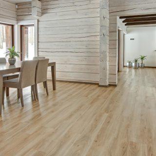 Natural looking vinyl flooring